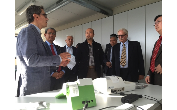 the PalmOilTester, for palm oil quality control, illustrated to the Malaysian Government Delegation