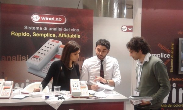 CDR WineLab can analyze wine and must directly in the winery, during the winemaking process: results are given in few minutes